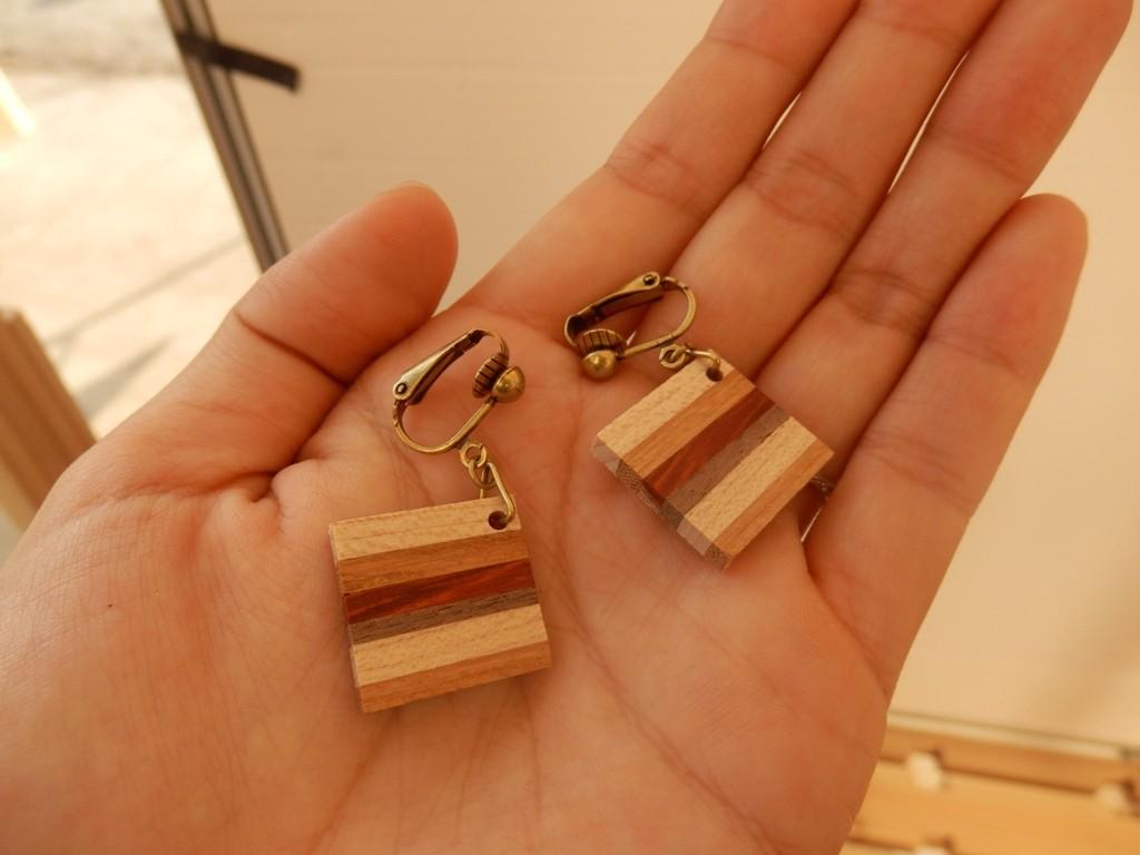 寄木細工のイヤリング